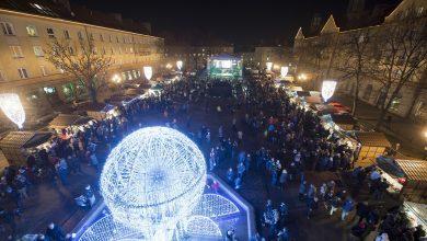 Tychy: Ktoś zniszczył świąteczne dekoracje na placu Baczyńskiego. Policja szuka sprawców i świadków (fot.UM Tychy)