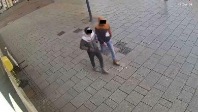 To oni pobili 31-latka z Katowic! [FOTO] Mężczyźni z monitoringu w rękach policjantów