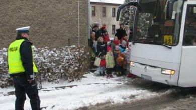 """""""Bezpieczne ferie 2020"""". Policja sprawdza autobusy i kierowców fot.Policja Opolska)"""