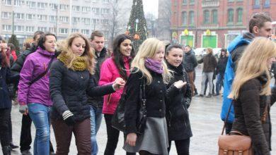 Ruda Śląska: Wspólnie zatańczą poloneza. Maturzyści spotkają się na placu Jana Pawła II 30 stycznia (fot.archiwum TVS)
