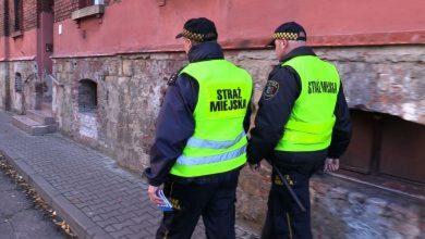 Koniec z faszystowskimi symbolami! Trwa akcja straży miejskiej w Chorzowie