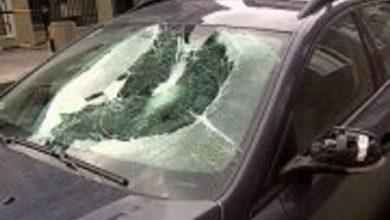Gliwice: SZOK! Chuligani biegali po samochodach. Uszkodzili 12 pojazdów