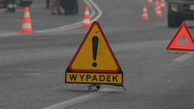 Groźny wypadek w Wieszowie! Samochód stanął w płomieniach! Droga jest zamknięta