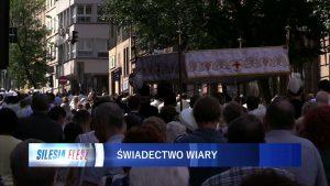 Procesja Bożego Ciała przeszła ulicami Katowic. Abp Skworc: Jako Kościół jesteśmy z Eucharystii i dla Eucharystii