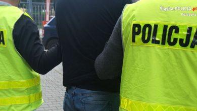 """Śląskie: Księża zadzwonili po policję. Na mundurowych czekał furiat z """"tulipanem""""! (fot.policja)"""