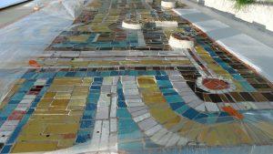 Dobiegają końca prace związane z montażem zabytkowej mozaiki Franciszka Wyleżucha na terenie Zespołu Szkół nr 4 im. Janusza Groszkowskiego zwanego szkołą ZEG-owską (UM Tychy)