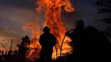 W Jaworznie w siedmiu miejscach rozpalono dzisiaj (21.05) siedem gigantycznych ognisk. Dlaczego? To tradycja - to Jaworznickie Sobótki (fot.Paweł Jędrusik)