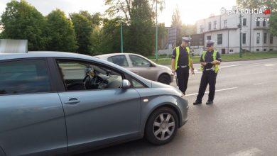 Groźny wypadek w Zabrzu. W centrum miasta 12-letni rowerzysta wjechał w samochód osobowy (fot.KMP Zabrze)