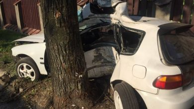 Śmiertelny wypadek w Katowicach! Samochód okręcił się wokół drzewa! Zginął 18-latek (fot.KMP Katowice)