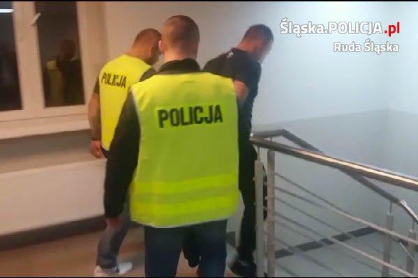 Kryminalni z Rudy Śląskiej zatrzymali kolejnego mężczyznę, podejrzanego o udział w grupie przestępczej powiązanej ze środowiskiem pseudokibiców (fot.KMP Ruda Śląska)