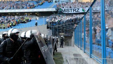 9 zatrzymanych kiboli po burdzie na meczu Lech Poznań-Legia Warszawa. Są pierwsze zarzuty (fot.TVP Info)
