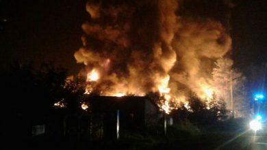 Wciąż trwa dogaszanie pożaru składowiska w Trzebini. Ogień gasi 250 strażaków. (źr:TVP Info)