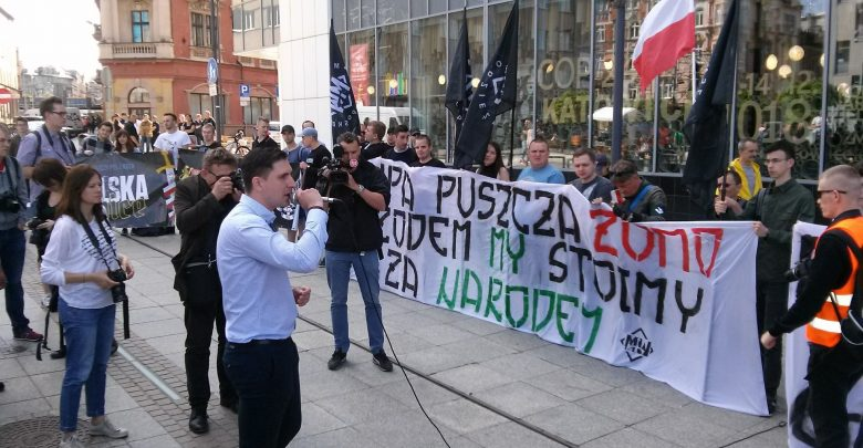 Na Rynku w Katowicach w niedzielę 20.05 rozpoczęła się manifestacja Młodzieży Wszechpolskiej