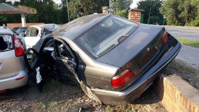Wjechał do komisu samochodowego. Swoim BMW rozbił 11 zaparkowanych tam aut [ZDJĘCIA] (fot.KMP Biała Podlaska)