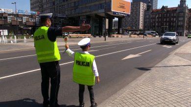 Mikołaj Dziedzic, Młodzieżowy Ślązak Roku razem z policją w Dzień Dziecka pouczał zbyt szybkich kierowców