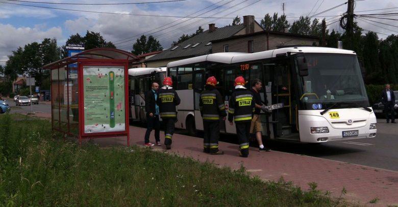 W piątek około godz 9:20 na na przystanku na ulicy Wolności w Będzinie zderzyły się 2 autobusy komunikacji miejskiej. Jeden wjechał w tył drugiego