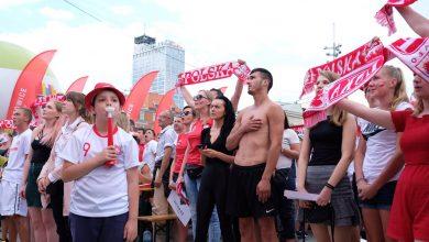 Mecz Polska - Senegal we wtorek, 19 czerwca na Rynku w Katowicach. Coraz więcej ludzi w strefie kibica (fot.Paweł Jędrusik)