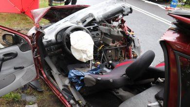 Śląskie: Wypadek w Rudach. Kierowca opla zderzył się z ciężarówką [ZDJĘCIA] (fot.Ślaska Policja)