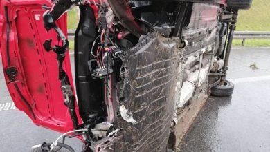Wypadek na A1. Volkswagen caddy uderzył w bariery energochłonne. Z auta wypadł silnik [ZDJĘCIA] (fot.Śląska Policja)