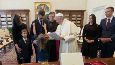 Premier Morawiecki z wizytą u Ojca Świętego. U papieża Franciszka premier pokazał się z rodziną (fot.TVP Info)