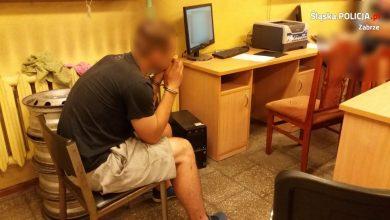 Zabrzańscy wywiadowcy zatrzymali mężczyznę, który podejrzany jest o kradzież mercedesa vito (fot.KMP Zabrze)