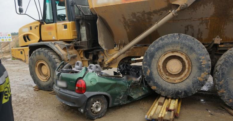 Tragiczny wypadek przy budowie autostrady A1. Kobieta wjechała pod wozidło. Zginęła na miejscu [ZDJĘCIA] (fot.Śląska Policja)