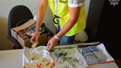 Sprzedawał leki na potencję. W jego mieszkaniu znaleziono ponad 1100 tabletek (fot.www.policja.pl)