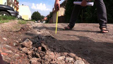 Od Annasza do Kajfasza chodzą mieszkańcy gliwickiej dzielnicy Sośnica. Pytają, kto jest winien za opłakany stan drogi i kto ją wyremontuje