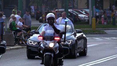 Tysiące samochodów i motocykli przyjechało do Tychów na święcenie pojazdów. Ksiądz poświęcił je z kabrioletu