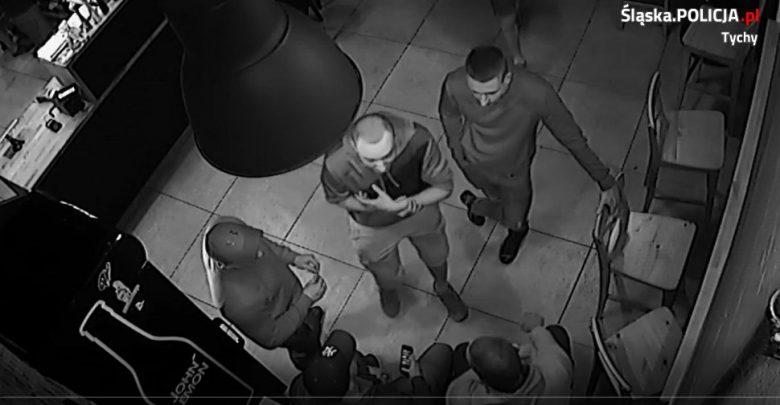 Rozpoznajecie ich? [ZDJĘCIA] Mężczyźni są poszukiwani przez tyską policję (fot.KMP Tychy)