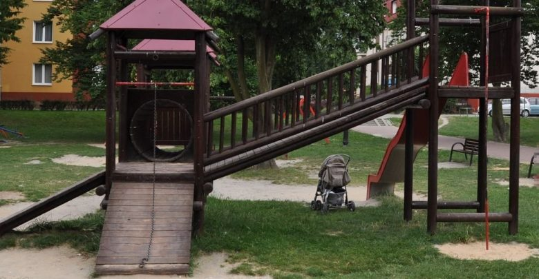 Wypadek na placu zabaw. 7-letni chłopiec trafił do szpitala. Jego matka była pijana (fot.Policja Lubelska)