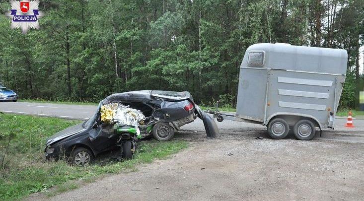 Tragiczny wypadek podczas wyprzedzania. Nie żyje motocyklista i kierowca toyoty (fot.Policja Lubelska)