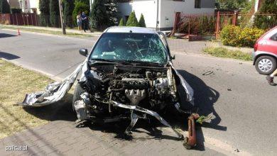 Pijany kierowca Hondy Civic spowodował dwa zderzenia i zniszczył dwie bramy! (fot.KWP Łódź)