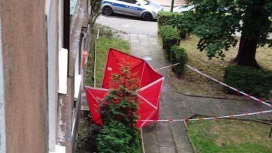 Dramat w Tychach. Przed klatką schodową jednego z budynków przy ulicy Batorego, znaleziono zakrwawione zwłoki kobiety (www.112tychy.pl)