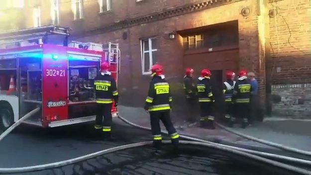 Pożar w Katowicach w dzielnicy Ligota. W ogniu stanęła piwnica jednego z budynków przy ulicy Zgody (fot.Łukasz Malczewski-Jachna)