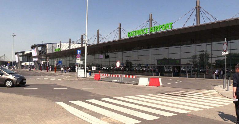 Koszmar zamiast wakacji! Turyści koczują na lotnisku w Pyrzowicach, bo zepsuł się samolot