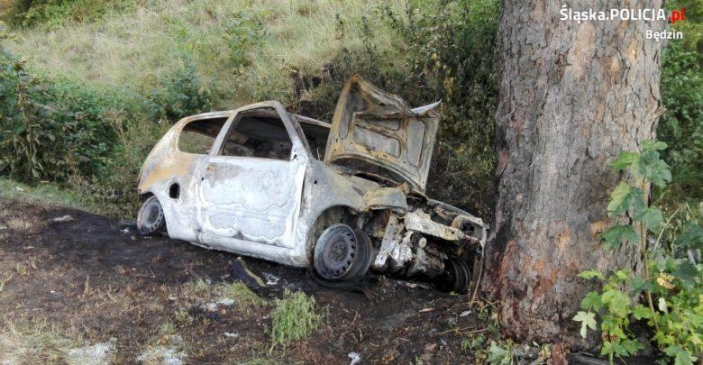 Kierowca spłonął w samochodzie! Makabryczny wypadek w Strzyżowicach pod Będzinem fot.KPP Będzin