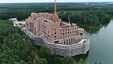 Zamek w Puszczy Noteckiej jeszcze nie do rozbiórki. Co z olbrzymią budowlą w Stobnicy?