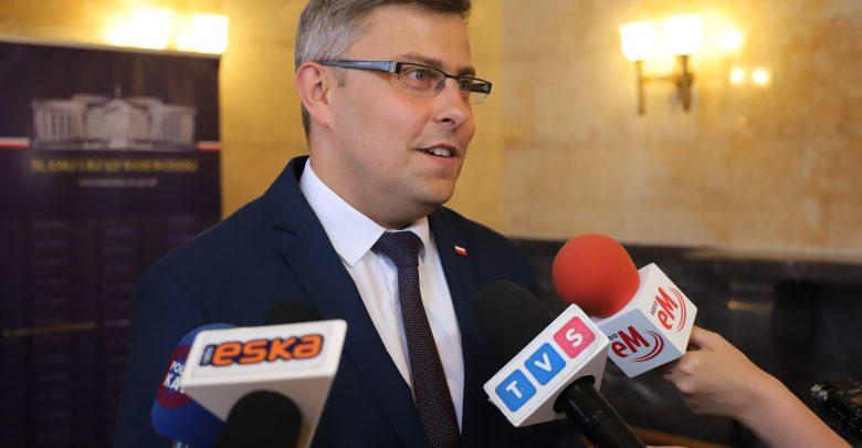 Mnóstwo chętnych na 300 zł na dziecko. Województwo śląskie z rekordem wniosków na DOBRY START (fot.ŚUW)
