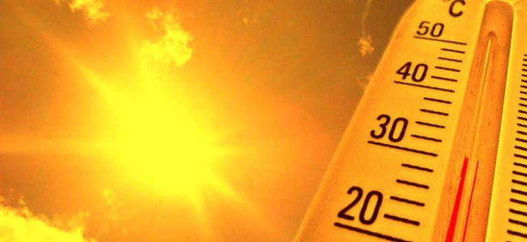 Poglądowe zdjęcie termometru wskazującego wysoką temperaturę