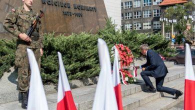 Z okazji 79 rocznicy śmierci Wojciecha Korfantego złożono kwiaty na jego grobie oraz pod pomnikiem na placu Sejmu Śląskiego
