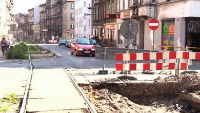 Tramwaje przestały jeździć, a prace na ulicy Katowickiej w Bytomiu jak stały... tak stoją. Utrudnienia w ruchu trwają tu od lutego a mieszkańcy mają tego dość.