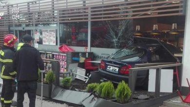 Wjechał w budynek stacji benzynowej. 42-latek nie miał prawa jazdy (fot.Policja Mazowiecka)