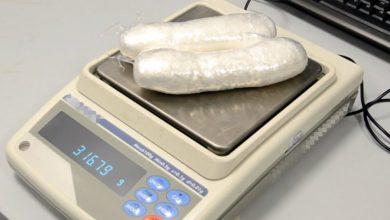 Chcieli przemycić blisko 800 gramów kokainy. Wpadli na lotnisku (fot.policja.pl)