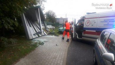 Śląskie: Kobieta w zaawansowanej ciąży wjechała w przystanek autobusowy [ZDJĘCIA] Miała atak padaczki (fot.KPP Wodzisław Śląski)