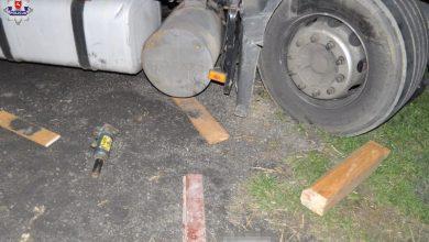 Tragiczny wypadek podczas naprawy samochodu. Ciężarówka przygniotła 31-latka. Zginął na miejscu (fot.Policja Lubelska)