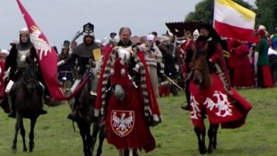 Szukają pozostałości po największej bitwie średniowiecza. Detektoryści przeczesują pole bitwy pod Grunwaldem (fot.TVP Info)