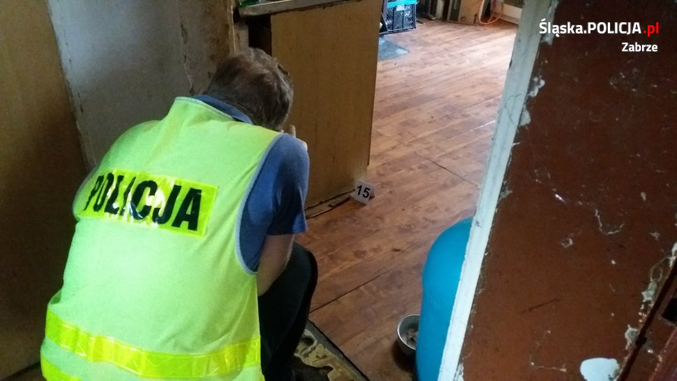Koszmar w Zabrzu! 18-latek po zażyciu dopalaczy rzucił się z nożem na swoją matkę. Zadźgał kobietę, zadając jej ciosy w szyję (fot.KMP Zabrze)