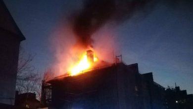 Pożar bloku w Piekarach Śląskich. W ogniu stanęła część elewacji bloku przy ulicy Waculika (fot.www.krzysztofturzanski.pl)