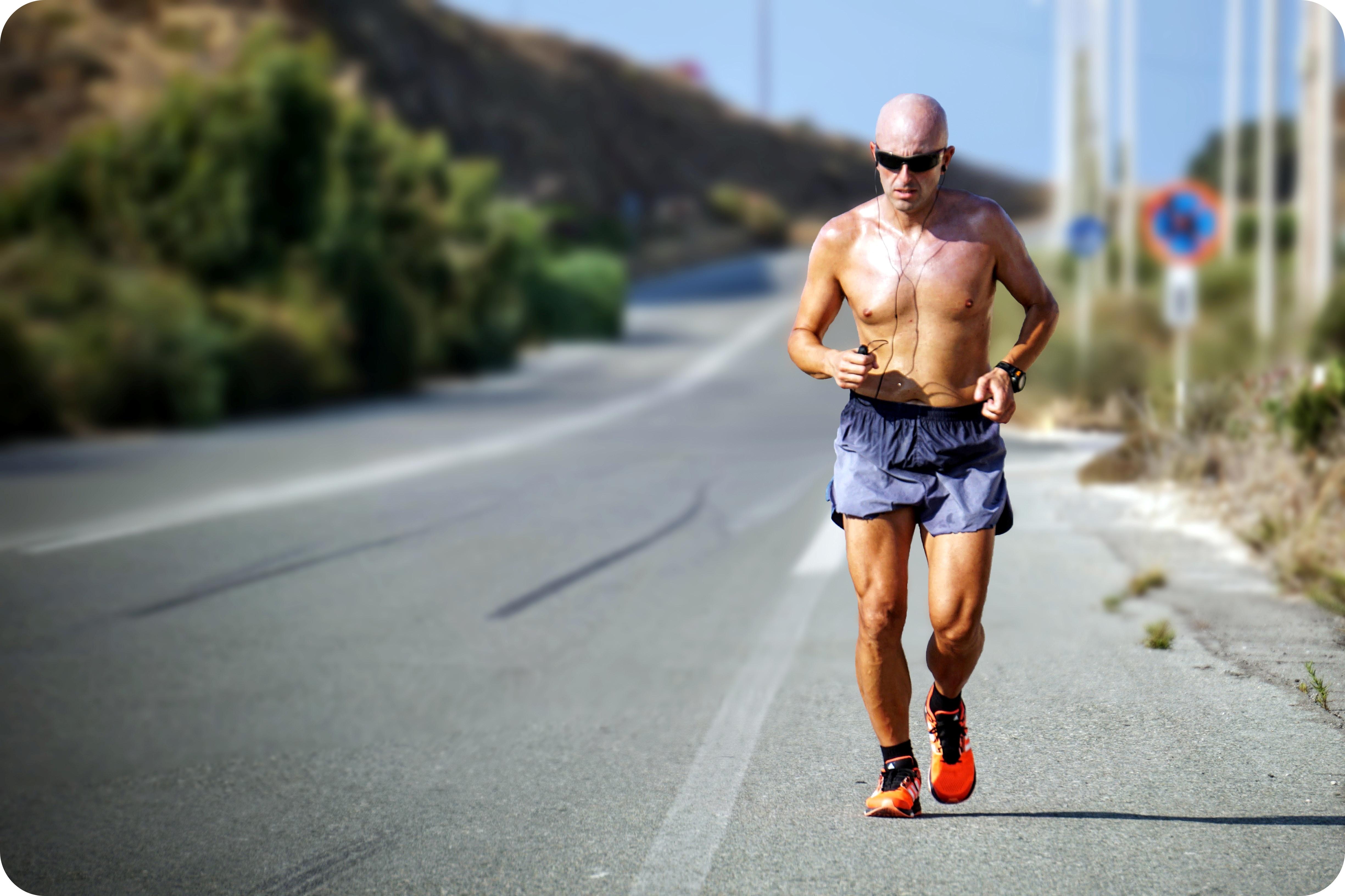 SIŁOWNIA: Jak rozpocząć trening? (fot. unsplash.com)